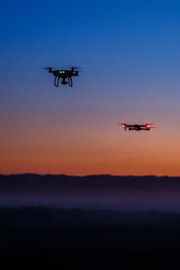 drone-flying-in-the-sky-P95D8MQ